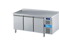 Umluft-Kühltisch 3 Türen / je 8 x GN 1/1 / mit Aufkantung hinten
